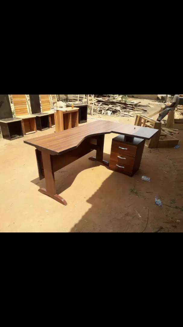 Clean high quality office tables 0