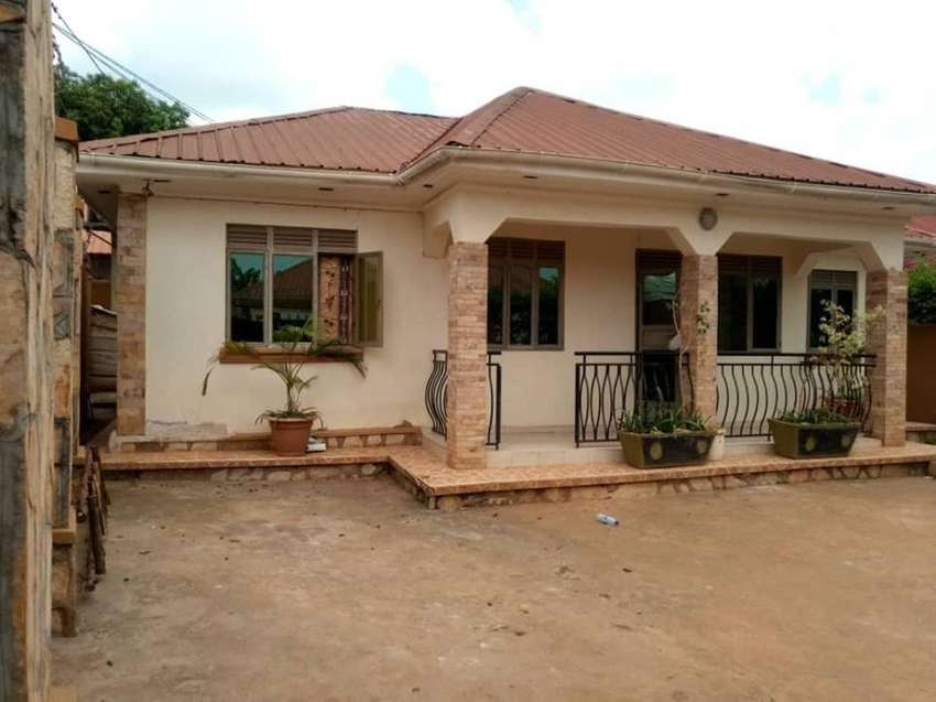 3 Bedrooms with 2 bathrooms home dwelling on 13 decimals located in Ki 0