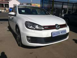 2011 Volkswagen Golf 6 2.0 Gti Dsg Tsi with a sunroof