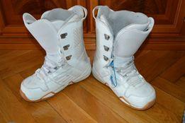 Buty snowboardowe damskie Nitro USA białe długość wkładki 28 cm