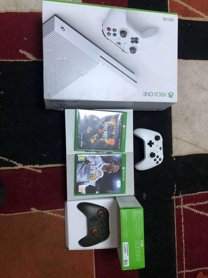 XBOX ONE S 500GB + 2 Controllers and COD BLOPS 4 and FIFA 18 0