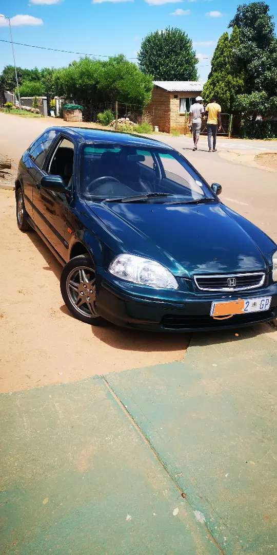 M selling Honda civic in good conditions  jst start n go
