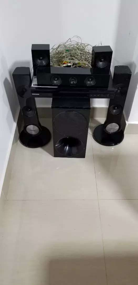 Sumsung Home theater set 0