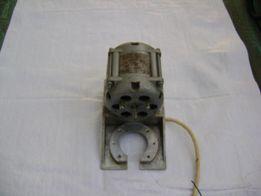 Электрический двигатель от советского кухонного комбайна.