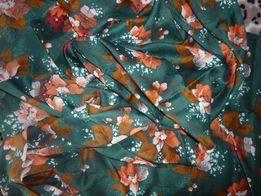 Ткань шелковая насыщенного зеленого цвета с цветами