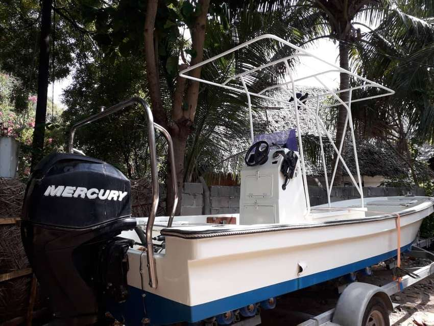 23ft Centre Console fishing boat 0