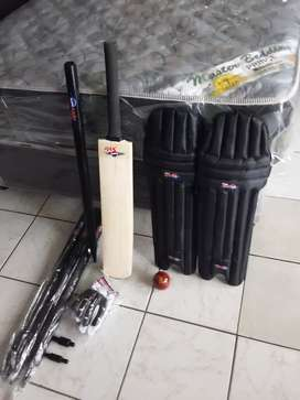 Complete new cricket set
