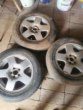 3 tyres of golf 4 I am selling it 15 inch
