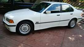 1996 BMW 318is Automatic. Pearl white,160000km ,has books & spare key