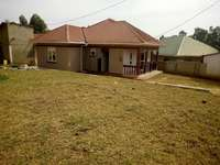 Near main 3 bedroom stand alone house for rent in Kiira at 500k 0