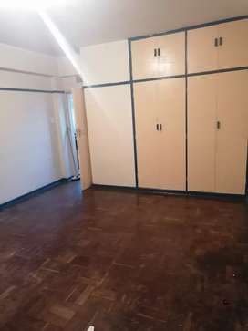 A very big room to rent in Arcadia