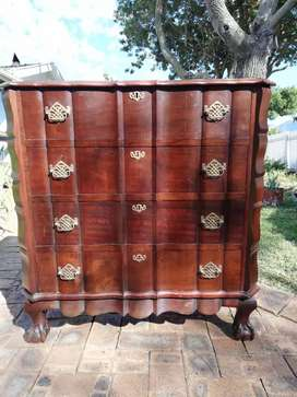 Vintage imbuia chest of drawers in excellent condition