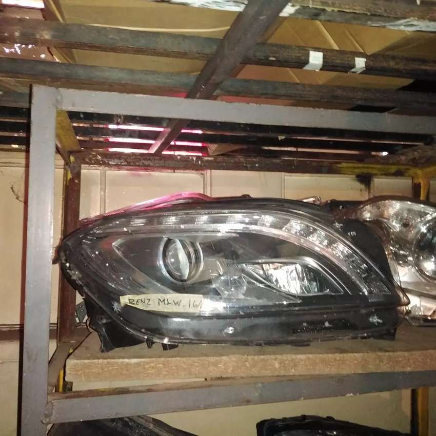 Mercedes Benz ML 166 right side front xenon head light 0