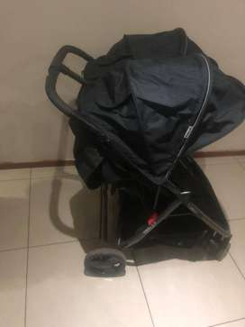Twin stroller that is still in very good condition