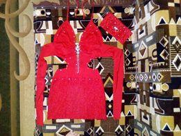 Красное трикотажное платье с гипюром и стразами + клатч ручной работы
