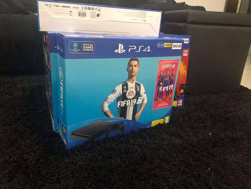 Ps4 slim 500 gig with free fifa 19 0