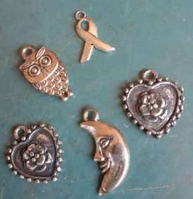 VINTAGE ASSORTED CHARMS LOT 1