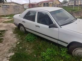 90 Merc' 230E Manual non runner, can be fixed or stripped. R18000 neg.