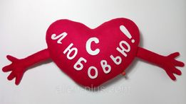 """Мягкая игрушка-подушка ручной работы """"Сердце с ручками"""""""