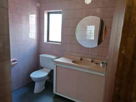 A Batchelor single room with shower and toilet inside in Ridgeway xt4