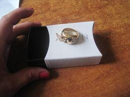 Alena pozłacany pierścionek roz 6 złoty AVON duży z cyrkoniami