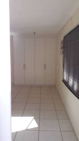 Bluff, Bachelor Pad for Rent, R3000pm