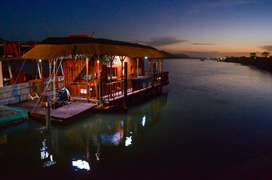 HOUSE BOAT- MAGGIE MAY