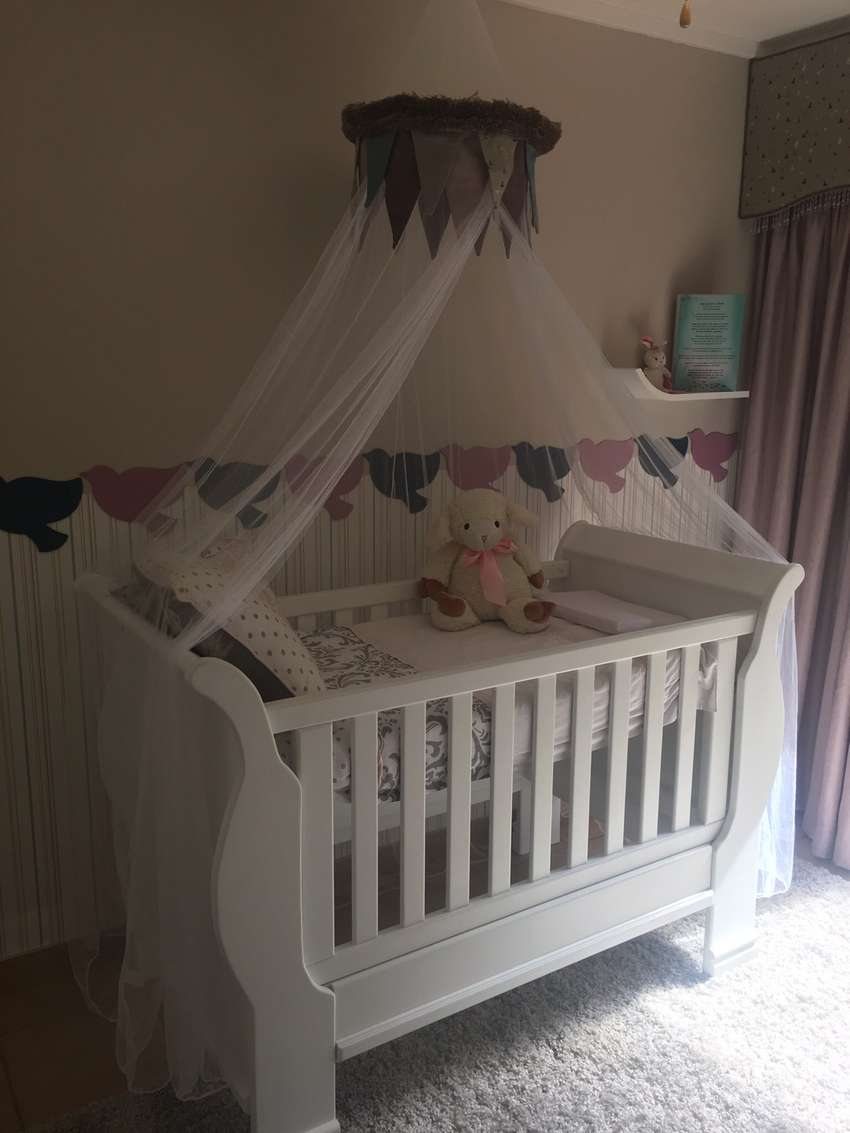 Baby sleigh cot 0