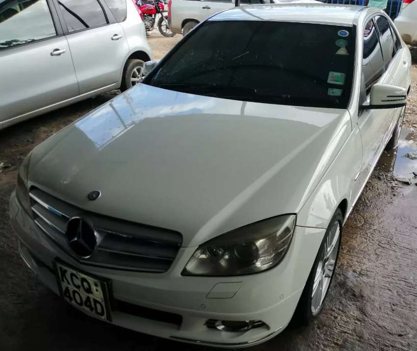Mercedes Benz C200 slightly used in mint condition 0