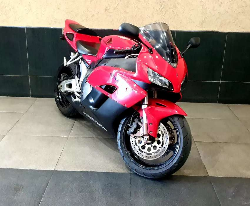 2004 Honda CBR 1000 RR in neat clean original condition...only 33000km 0