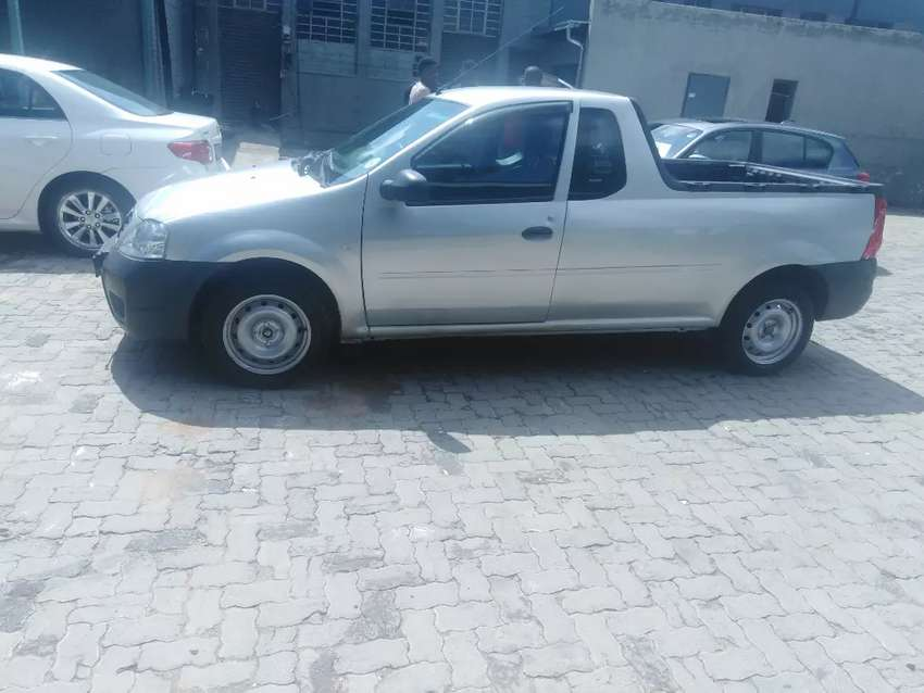 2014 Nissan Np 200 1.6 with air conditionand spear key