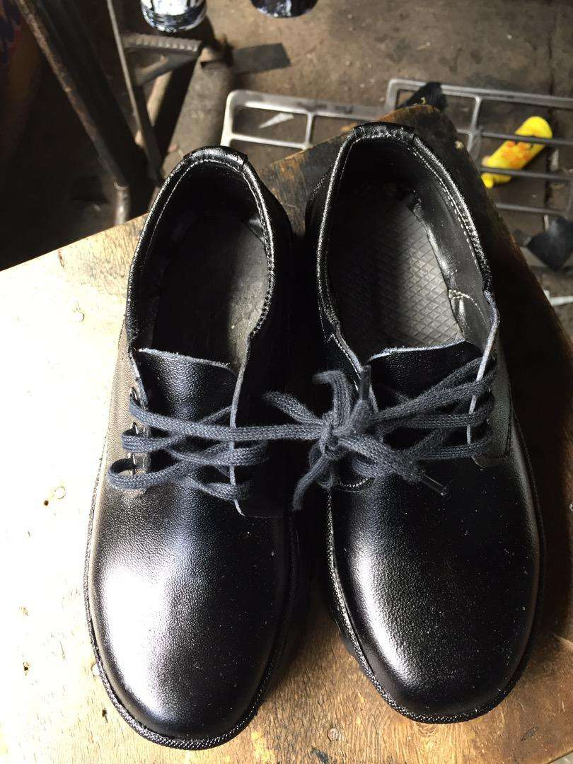 School leather shoes 0