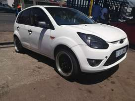 2012 Ford Figo 1.4 with nice rim for sale