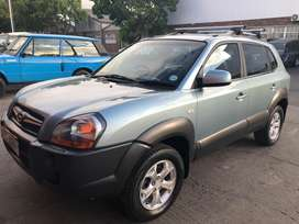 Low milage and great condition full house Tucson 2.0 GLS 4x2