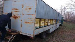 пасека с платформой и пасечным домиком на колесах