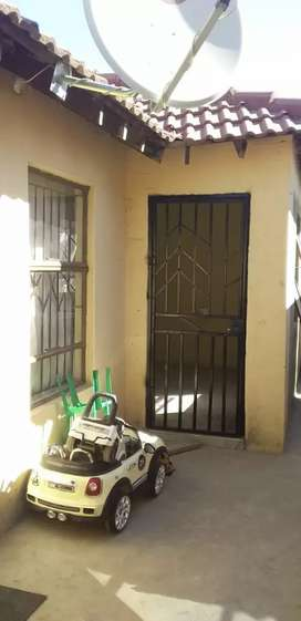 Rental bachelor garage. +- 40 square meter. Dep R1500 and rent R2700