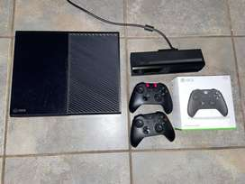 Xbox one 1Tb with Kinect and 2 Controllers