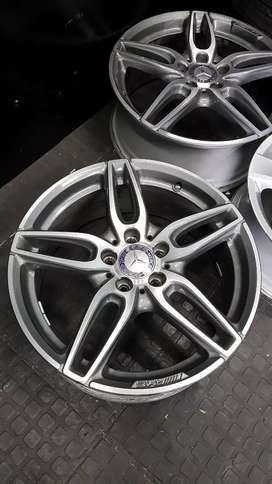 18 INCH MERCEDES AMG ORIGINAL MAGS AND TYRES