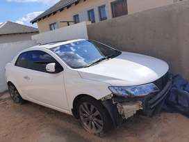 Im selling a accident  damaged  vehicle  for stripping