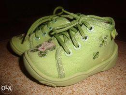 Sprzedam buciki/paputki wiązane z materiału marki Befado, rozmiar 18
