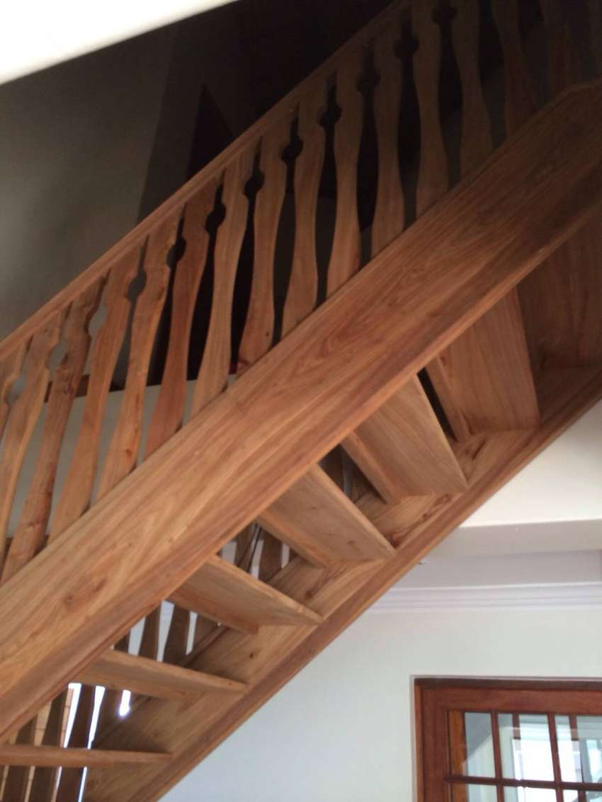 Solid Hard Wood & Oak Wood Staircase 0
