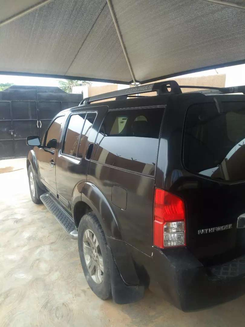 Nissan Pathfinder 2005 model, LE OFF ROAD black New engine with AC 0