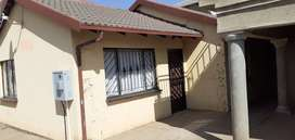 3 Bedroom 1 Bathroom House to Rent in Protea North Ext 1 (PoliceView)