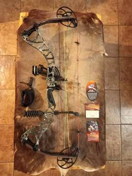 Bowtech Destroyer 350 Bow. Very good Condition.