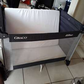 Graco baby cot for sale!