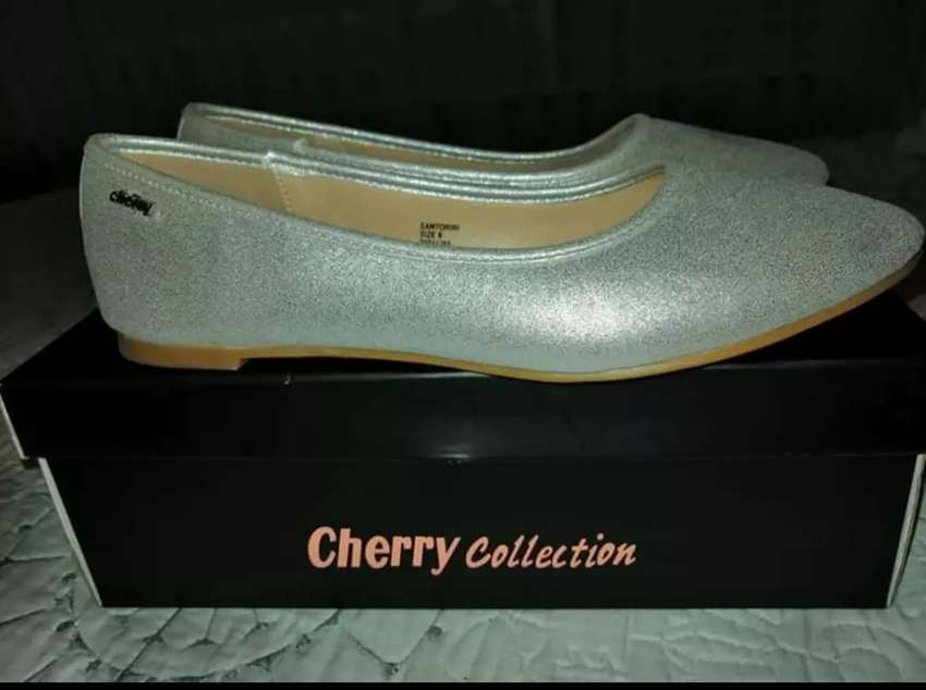 Silver Cherry pumps, 6, new 0