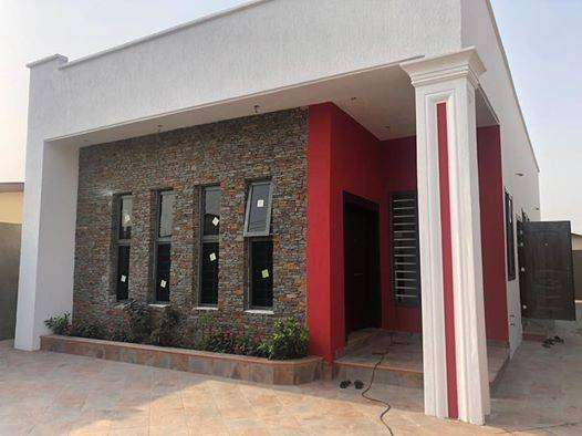 executive 3 bed rooms house for sale at spintex road 0
