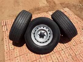 Ford wheels (rims with tyres)
