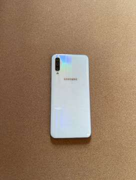 Barely used Samsung A50 for sale scratch free