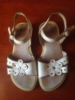 Белые кожаные босоножки для девочки